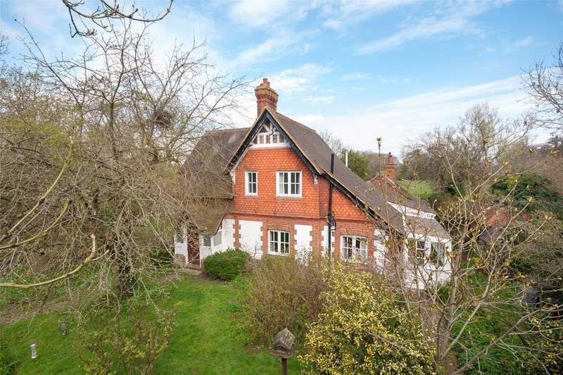 3 Bedrooms Detached House for sale in Broadbridge Lane, Smallfield, RH6
