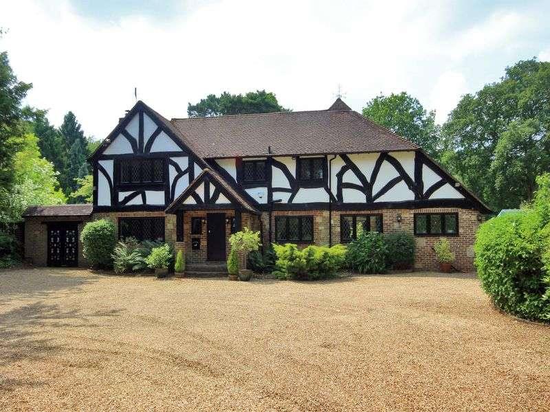 4 Bedrooms Detached House for sale in Effingham Road, Copthorne, Surrey
