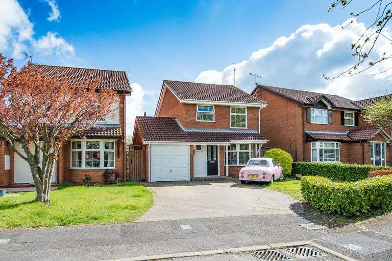 3 Bedrooms Detached House for sale in Diane Close, Aylesbury
