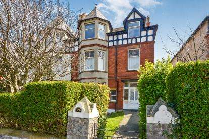 2 Bedrooms Flat for sale in Abbey Road, Llandudno, Conwy, ., LL30