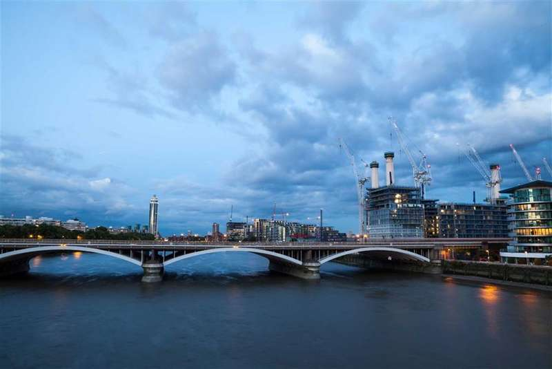 3 Bedrooms Property for sale in Boiler House Square, Nine Elms, London, SW8