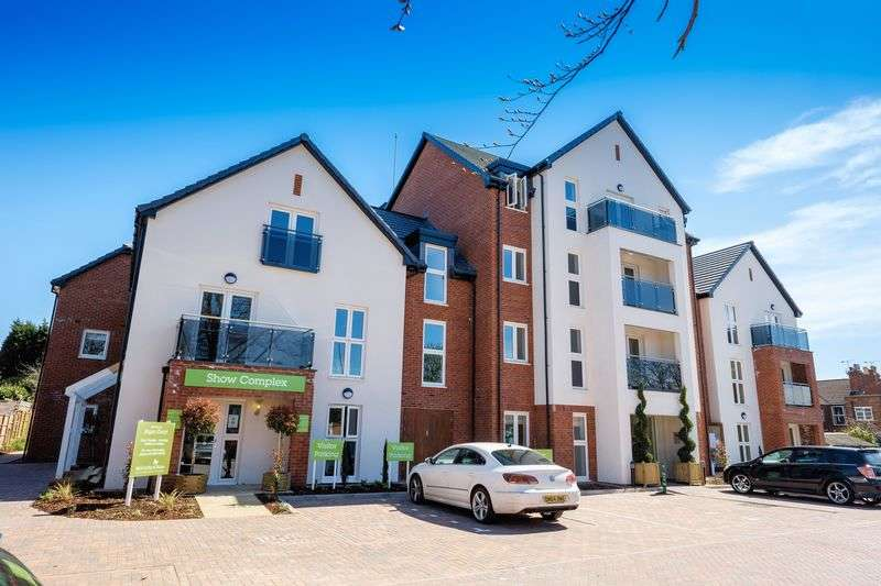 2 Bedrooms Flat for sale in Algar Court, Penn Road, Wolverhampton