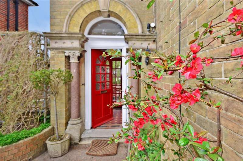 6 Bedrooms Unique Property for sale in Carisbrooke Road, Newport, Isle of Wight