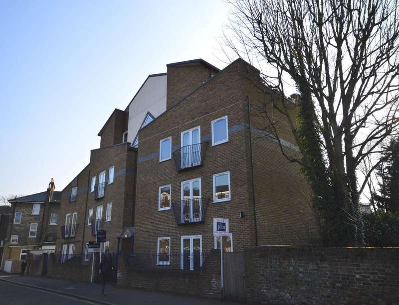 2 Bedrooms Flat for sale in Forge House Dacre Park, London, SE13