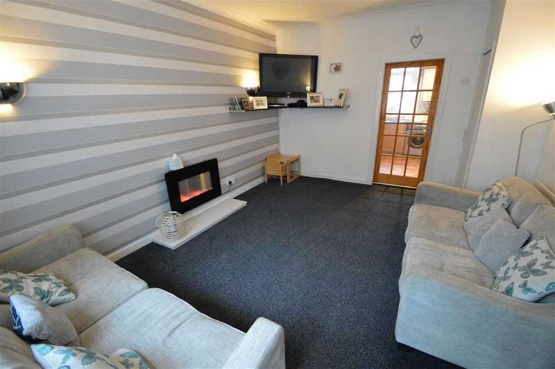 2 Bedrooms Semi Detached House for sale in New Street, Stonehouse