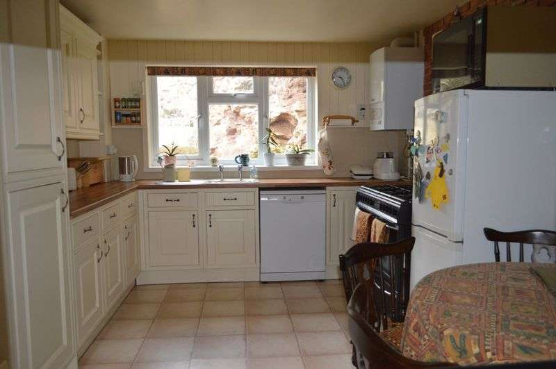 4 Bedrooms Detached House for sale in Bridgwater Road, Bleadon