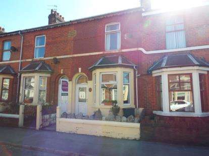 3 Bedrooms Terraced House for sale in North Albion Street, Fleetwood, Lancashire, FY7