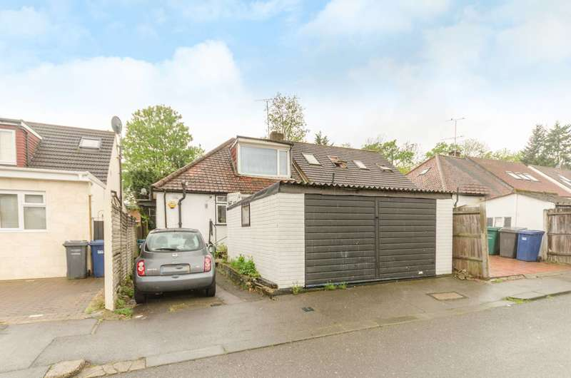 3 Bedrooms Bungalow for sale in Robin Lane, Holders Hill, NW4