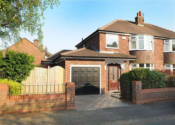 3 Bedrooms Semi Detached House for sale in 1 Elm Road, Rixton WA3 6LP