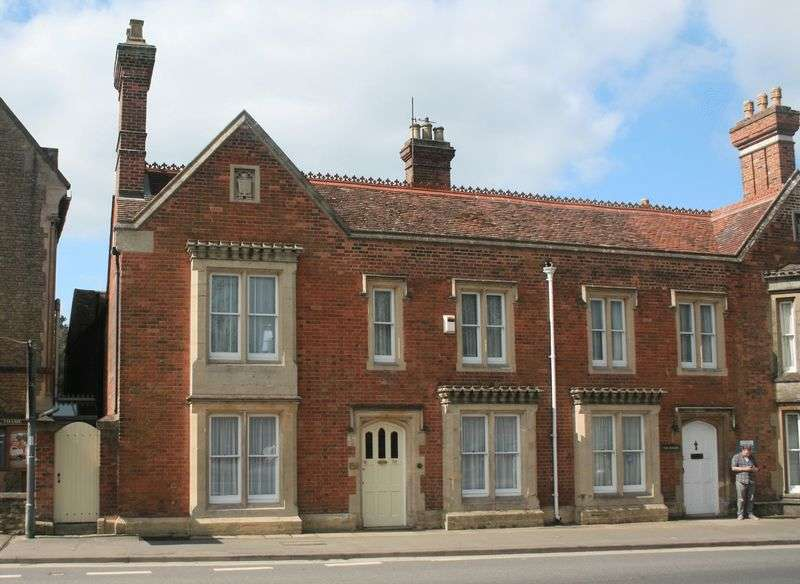 4 Bedrooms Semi Detached House for sale in Upper High Street, Thame