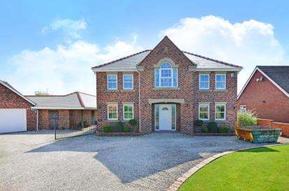 4 Bedrooms Detached House for sale in Barlborough Road, Clowne, Chesterfield, Derbyshire