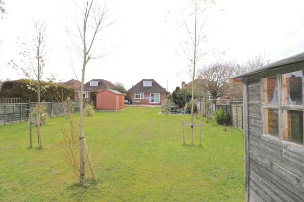 3 Bedrooms Bungalow for sale in Oldfield Road, Eastbourne, BN20