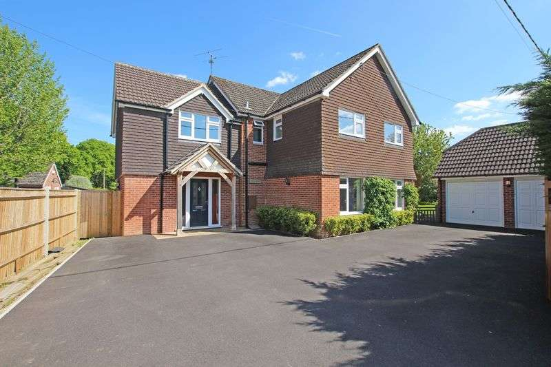 5 Bedrooms Detached House for sale in West Wellow