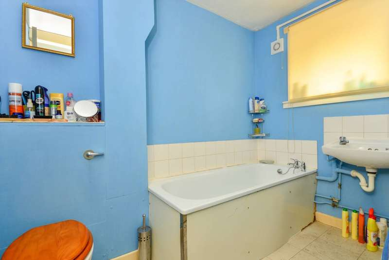 1 Bedroom Flat for sale in Cromwell Road, Oval, SW9