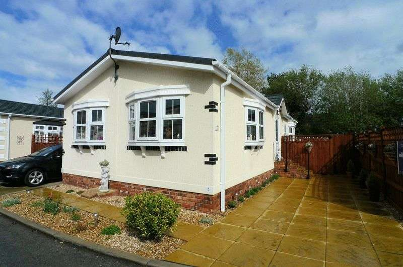 2 Bedrooms Detached Bungalow for sale in St James Drive, Prestatyn