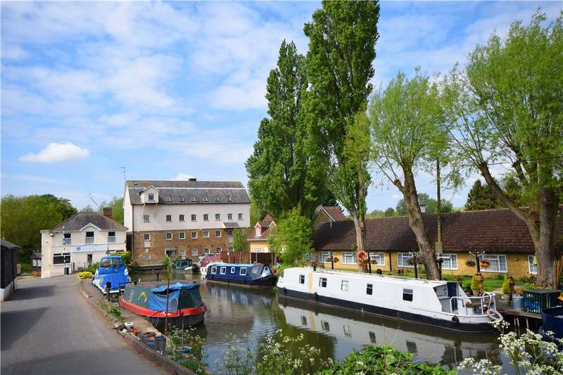 2 Bedrooms Flat for sale in Roydon