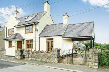 4 Bedrooms Detached House for sale in Chapel Street, Newborough, Anglesey, Sir Ynys Mon, LL61
