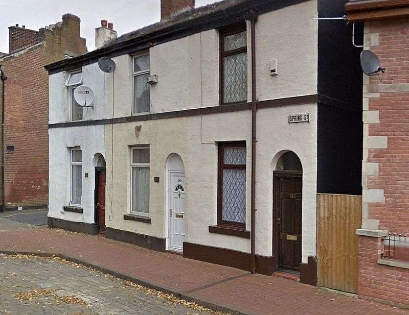 2 Bedrooms Terraced House for sale in Spring Street, Bury