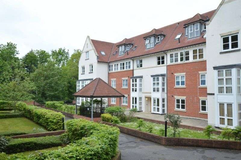 2 Bedrooms Flat for sale in Cottage Close, Harrow on the Hill