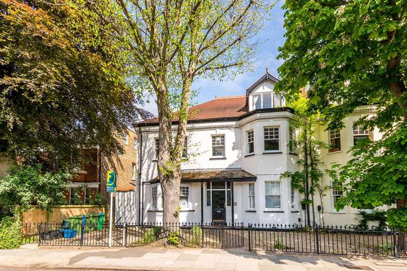 Studio Flat for sale in Popes Grove, Strawberry Hill, TW1