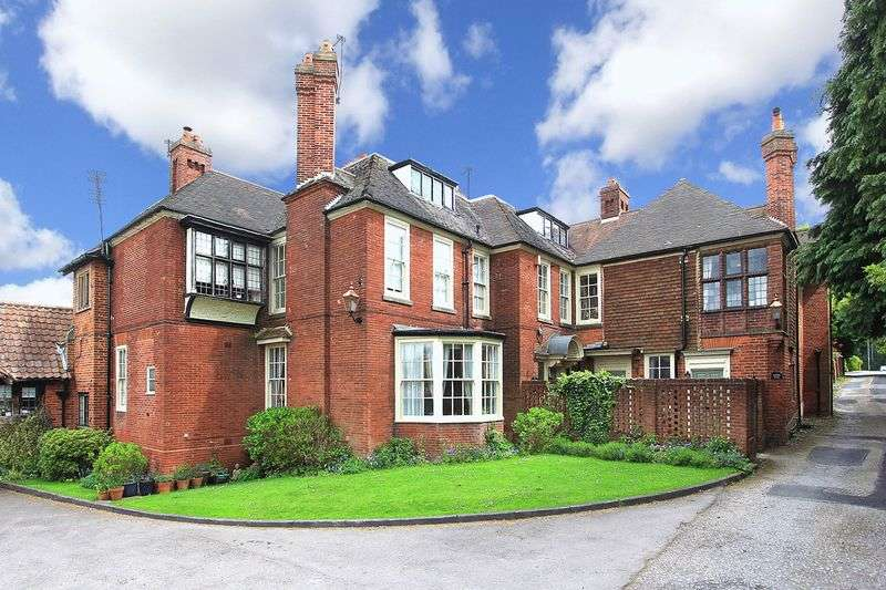 2 Bedrooms Flat for sale in TETTENHALL WOOD, Dippons Drive