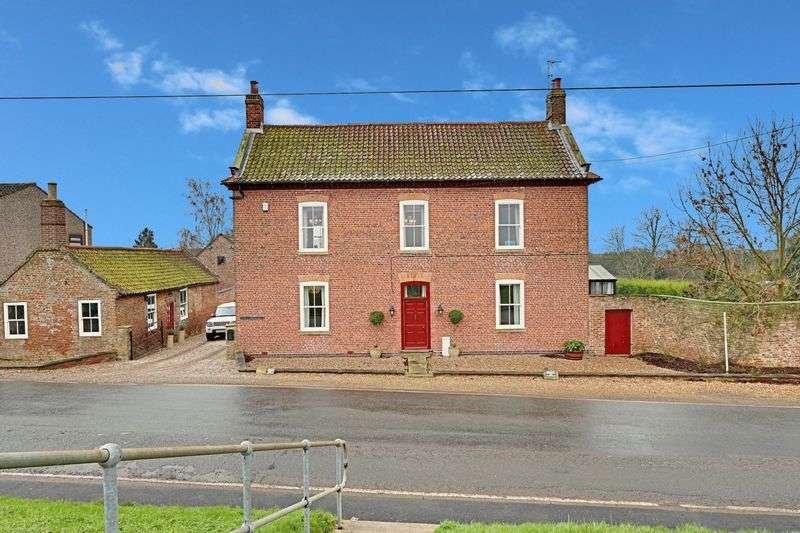 5 Bedrooms Detached House for sale in Reedness