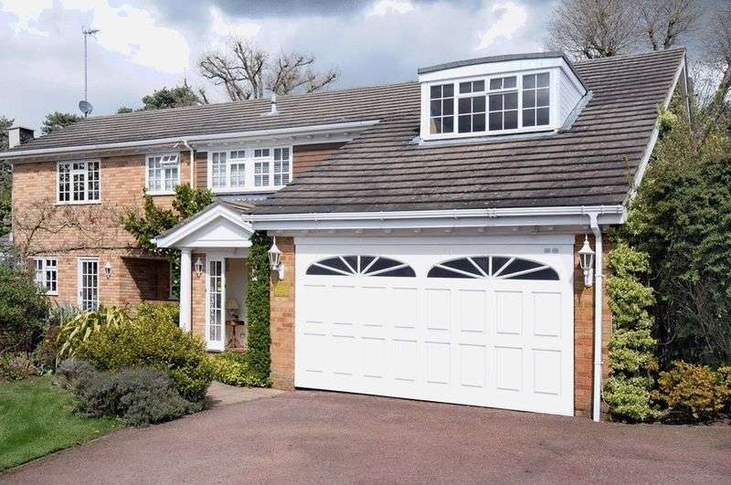 5 Bedrooms Detached House for sale in Downalong, Bushey Heath