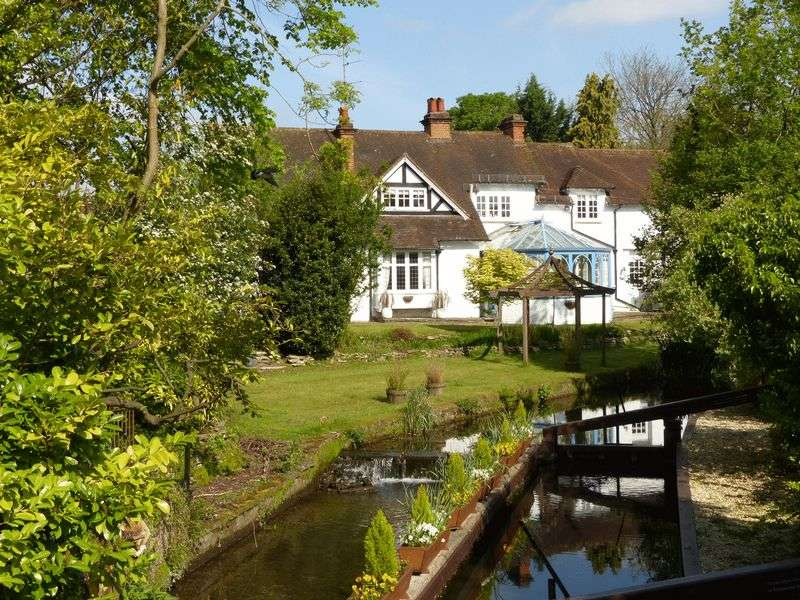 6 Bedrooms Detached House for sale in Abbotsbrook-Bourne End