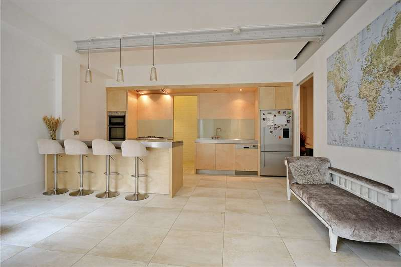 4 Bedrooms Semi Detached House for sale in The Gardens, London, SE22