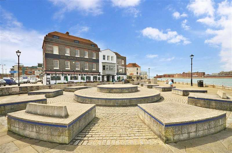 2 Bedrooms Apartment Flat for sale in Seagers Court, Portsmouth, Hampshire