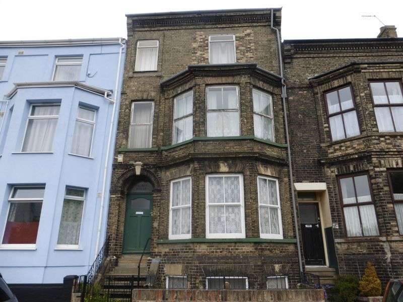 5 Bedrooms Terraced House for sale in Lowestoft