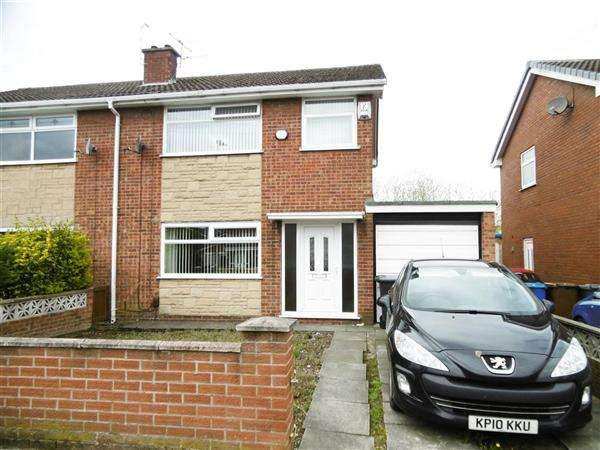 3 Bedrooms Semi Detached House for sale in Hulme Road, Leigh