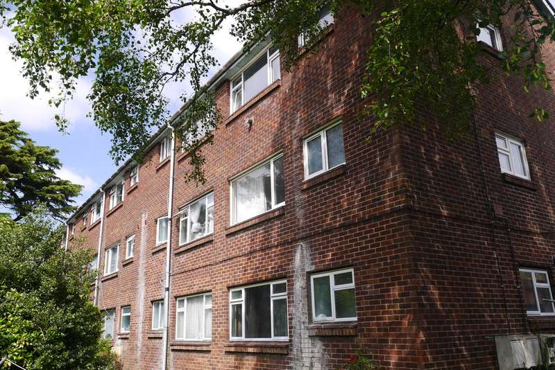 1 Bedroom Ground Flat for sale in Radstock Road, Woolston, Southampton