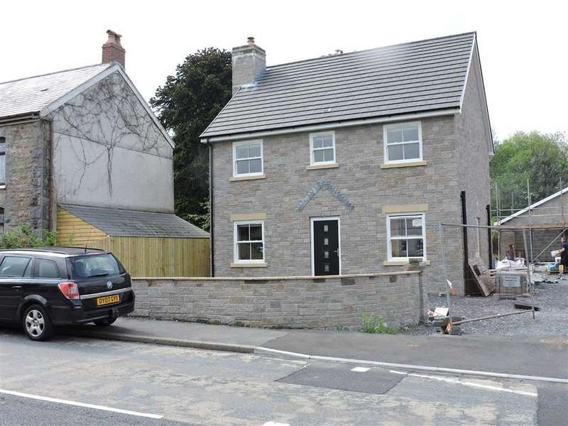 4 Bedrooms Property for sale in Heol Bryngwili, Cross Hands