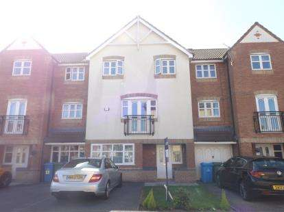 House for sale in Hampton Court Way, Widnes, Cheshire, WA8