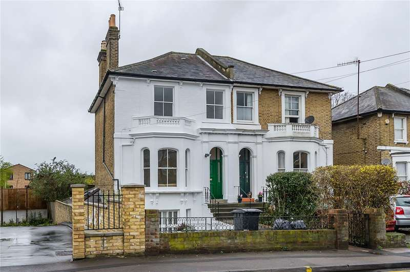 3 Bedrooms Semi Detached House for sale in Queens Road, Kingston upon Thames, KT2