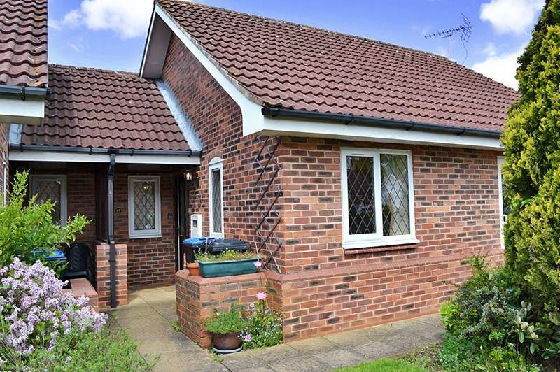 2 Bedrooms Retirement Property for sale in The Hawthorns, Lutterworth, LE17 4UL