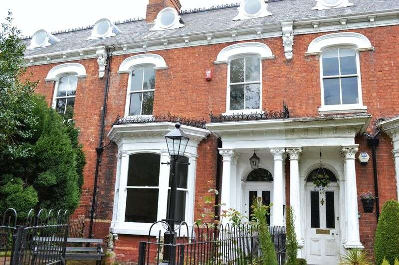 6 Bedrooms Terraced House for sale in Abbey Road, Grimsby