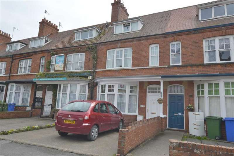 4 Bedrooms Terraced House for sale in Trinity Road, Bridlington, YO15