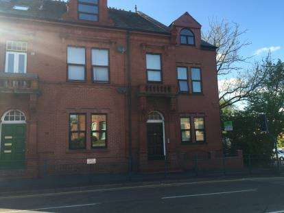 2 Bedrooms Flat for sale in Acres Lane, Stalybridge, Greater Manchester