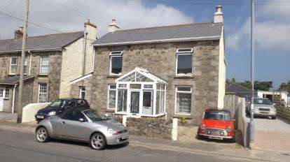 5 Bedrooms Detached House for sale in Illogan Highway, Redruth, Cornwall