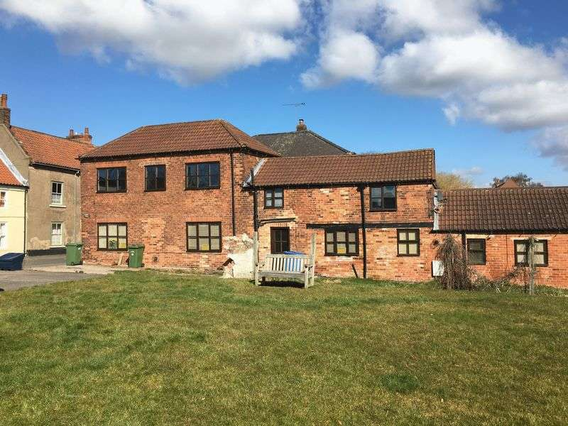 5 Bedrooms Detached House for sale in Main Street, Doncaster DN10 4HB