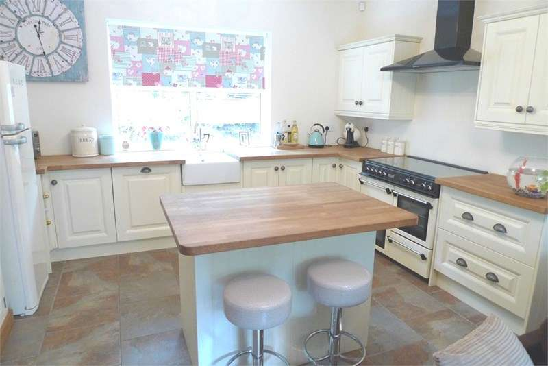 3 Bedrooms Detached House for sale in Hollowgate, Whiston, ROTHERHAM