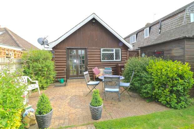 2 Bedrooms Bungalow for sale in Priory Close, Pevensey Bay, Pevensey, BN24