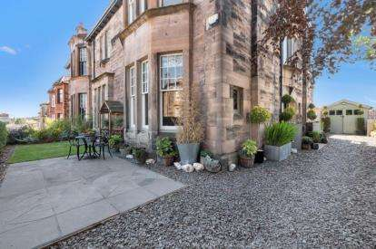 5 Bedrooms Semi Detached House for sale in Mount Annan Drive, Glasgow