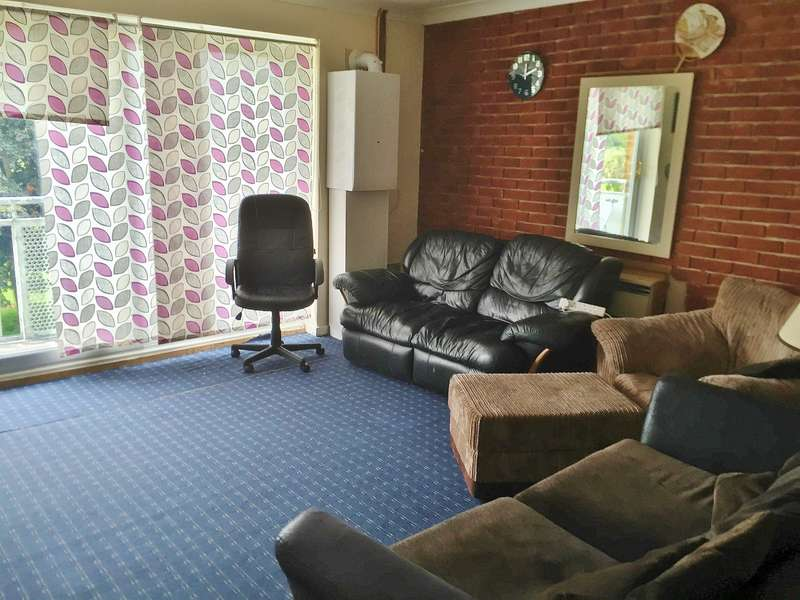 2 Bedrooms Flat for sale in North Hayes, Middlesex