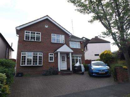 4 Bedrooms Detached House for sale in Woodford, Green, Essex