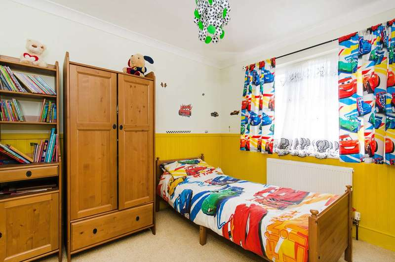 4 Bedrooms Semi Detached House for sale in Mead Close, Harrow Weald, HA3