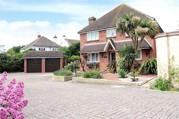 4 Bedrooms Detached House for sale in The Circle, Angmering-On-Sea, East Preston, West Sussex, BN16