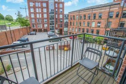 2 Bedrooms Flat for sale in Roberts Wharf, Neptune Street, Leeds, West Yorkshire